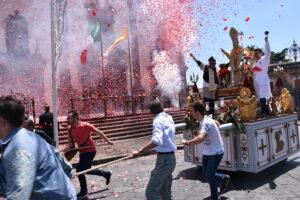 Arrivo trionfale di Sant'Antonio Abate nella Piazza principale di Pedara