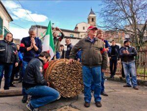 Le farchie - Festa di Sant'Antonio Abate a Fara Filiorum Petri - Foto di Francesco D'Alonzo