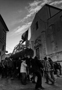 Le farchie - Festa di Sant'Antonio Abate a Fara Filiorum Petri - Foto di Luciano Evangelista