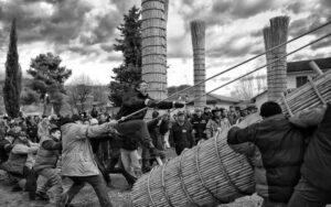 Le farchie - Festa di Sant'Antonio Abate a Fara Filiorum Petri - Foto di Mario Rinaldi