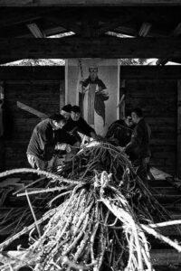 Preparazione farchie - Festa di Sant'Antonio Abate a Fara Filiorum Petri - Foto di Serena Di Fulvio