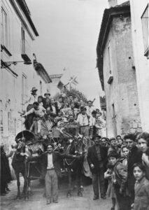 Carro di Sant'Antuono trainato da cavalli, Macerata Campania, 1956/1957