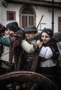 Festa di Sant'Antonio Abate a Trivigno - Bimbi in abito tipico - Foto Antonio Andretta